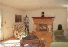 Family_room_staged